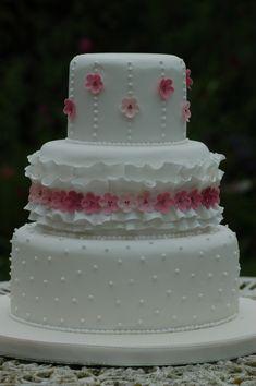 Más tamaños | White ruffles and cherry blossom wedding cake | Flickr: ¡Intercambio de fotos!