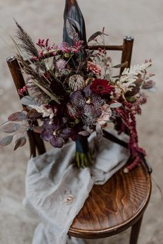 Burgundy and Black Fall Wedding Inspiration at Papiermühle Homburg Tired of classic wedding colors, this team of talented German wedding professionals created a cozy color scheme for this black fall wedding inspiration German Wedding, Boquette Wedding, Boho Wedding Bouquet, Purple Wedding Bouquets, Floral Wedding, Wedding Flowers, Fall Flowers, Trendy Wedding, Fall Bouquets
