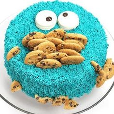 """I love this cake! Cookie Monster was one of my favorite characters on Sesame Street! """"C is for cookie…"""" This would be a great cake for a Sesame Street themed party. Dayla Rubin fr… More"""