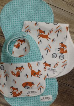 BBSprouts fox baby burp cloths make a perfect gift for that special baby. This burp cloth set includes 2 burp cloths and 1 bib as shown. BBSprouts burp cloths would make a great baby shower gift. This modern contoured burp cloth set is perfect for even the messiest of babies. Shaped and