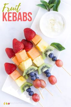 If you are looking to increase the variety of fruits your children consume then fruit kebabs are an easy and fun way to do this. Serve new fruits, alongside familiar fruits to introduce new flavours and textures in a comfortable way. Healthy Toddler Meals, Healthy Snacks For Kids, Healthy Treats, Kids Meals, Toddler Snacks, Toddler Fun, Easy Snacks, Healthy Desserts, Healthy Food