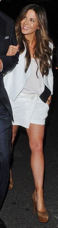 Who made Kate Beckinsale's white handbag and jacket?