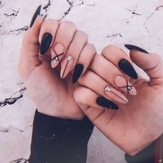 What Christmas manicure to choose for a festive mood - My Nails Almond Acrylic Nails, Best Acrylic Nails, Acrylic Nail Designs, Aycrlic Nails, Matte Nails, Hair And Nails, Nagellack Design, Stylish Nails, Perfect Nails