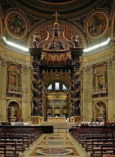 Interior de la Basílica de San Pedro de Roma Italia.