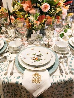 Cloche Designs | Up Cloche And Personal With Mark D. Sikes Leontine Linens, Table Setting Inspiration, Green Table, Beautiful Table Settings, Table Arrangements, Centrepieces, Fall Table, Deco Table, Traditional Decor