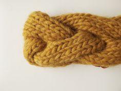JANIS | Fascia a treccia color senape interamente lavorata a mano, 15€ handmade by dolcedormireknitwear