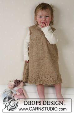 Dit DROPS setje bestaat uit: Jurk, poppen en deken. ~ DROPS Design baby dress pattern