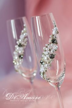 Silver and Pearl toasting flutesSparkle White champagne glasses white flowersluxury traditionalwhite rosesclassic wedding2pcs