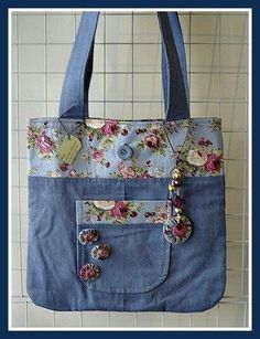 Lots of Denim Bags - Cute Different fabric and embellishments, but would be fun! Et sympa les yoyos assortis Textile fancy and not only: Bags of jeans Risultati immagini per shopping bags from old jeans Patchwork Bags, Quilted Bag, Bag Quilt, Sacs Tote Bags, Tote Purse, Denim Handbags, Denim Purse, Denim Crafts, Recycled Denim