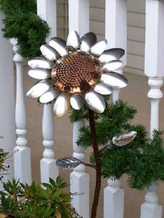spoons made into garden art.this will go well with my sunflower yard art collection. Garden Crafts, Garden Projects, Garden Art, Art Projects, Outdoor Crafts, Outdoor Art, Metal Yard Art, Metal Art, Jardin Decor