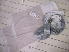 Schals/Tücher in neuen Frühjahrsfarben rosé-weiß-silber oder grau-weiß-silber