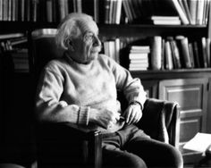 Einstein spent the last years of his life reclusively in Princeton. Until his last breath he worked on a new theory, the unified field theory, which however was not successful. Albert Einstein died on April 18, 1955. He was 76 years old.  (This photo was taken in 1950 at Princeton.)