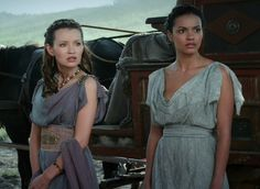 Emily Browning as Cassia and Jessica Lucas as  Ariadne in Pompeii (2014)