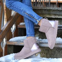 UGG Boots Outfit UGG Australia Classic Fashion trends Haute couture Style tips Celebrity style Fashion designers Casual Outfits Street Styles Women's fashion Runway fashion Sneakers Fashion, Fashion Shoes, Fashion Mode, Runway Fashion, Style Fashion, Ugg Boots Outfit, Ugg Shoes, Boots Boho, Botas Dr Martens