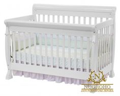Tempat Tidur Bayi bergaya minimalis ini sangat cocok sekali untuk bayi bunda, didesain dengan model minimalis trendi dan di finishing cat duco putih yang cantik serta kontruksi yang kokoh dari tempat tidur bayi.