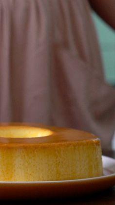 Comment réaliser le pudim, la crème caramel brésilienne! Almond Joy, Flan Au Caramel, 5 Ingredient Desserts, Flan Recipe, Good Food, Yummy Food, Caramel Recipes, Keto, Custard