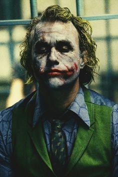 heath ledger as the joker/ that what am talk about /batman come after Joke man that was cold blood movies ! Heath Joker, Le Joker Batman, Harley Quinn Et Le Joker, Der Joker, Joker Art, Heath Leadger, Batman Dark, Christian Bale, Christian Grey