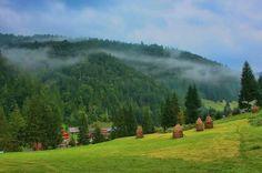 Garda de sus, Apuseni mountains, Romania Places Around The World, Around The Worlds, Romanian Girls, Visit Romania, Cool Countries, Beautiful Places To Visit, Countryside, Country Roads, Mountains