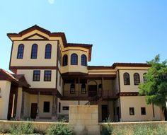 Sivas Divriği ilçesi Ceditpaşa Mahallesi'nde bulunan Tarihi Abdullah Paşa Konağı, Kültür ve Turizm Bakanlığı tarafından turizm amaçlı yatırım yapılmak üzere yerli ve yabancı girişimcilere kir…