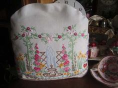 Gorgeous Vintage Embroidered Cottage Garden Linen Tea Cosy