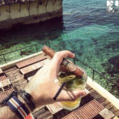 Beautiful place and a #mojito that matches quite nicely this #ClubAllones  Cheers folks!
