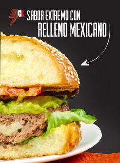 Si te gustan los sabores extremos, te invitamos a probar nuestra hamburguesa rellena Mexicana. Este delicioso platillo llega a tu mesa acompañado con salsa picante que pondrá a prueba tu resistencia y lo arriesgado que eres.