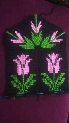 HUZUR SOKAĞI (Yaşamaya Değer Hobiler) Knitted Slippers, Tunisian Crochet, Elsa, Diy And Crafts, Crochet Patterns, Neon Signs, Design, Knit Mittens, Tulips
