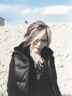 (the GazettE) This Is My Favorite Picture Of Him! My favorite picture of him is the one where he's wearing a cute little pink bowling pin costume. Aoi The Gazette, Kei Visual, Drum Band, Airport Photos, Cute Korean Boys, Best Rock Bands, Female Character Inspiration, One Ok Rock, Rare Pictures