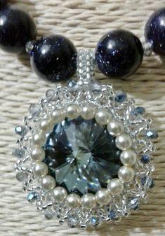 Colar com cristal Rivoli Swarowski, Czech Glass Pearls e Pedra das Estrelas http://ezequielsilvapinto.wixsite.com/abishagbijuteriaarts #Abishag #Bijuteria #Acessóriosfemininos