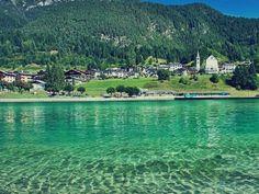 """Dolomiti: Itinerario di 6 giorni - Se siete amanti della montagna, le Dolomiti sono dunque il vostro angolo di paradiso!! E come darvi torto!! Bellissime, uniche e maestose!! Per me le Dolomiti sono un pò il mio vanto italiano, fiera di averle in casa e di poter dire: ci sono stata!! Lo sò, può sembrare stupido ma per me fanno parte di quei luoghi del cuore nei quali spesso ti ritrovi a dire: """"oh come sarebbe bello vivere li""""!! Oggi voglio proporvi un itinerario di 6 giorni....."""