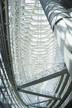 Architecture & Photography - internal bridges/pathways. Tokyo International Forum in Japan by Rafael Viñoly Architects