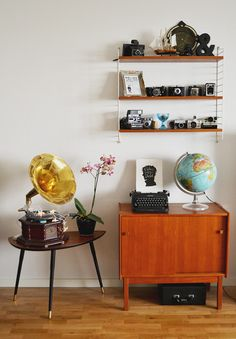 We know you have been waiting for some vintage DIY ideas to start changing your decoration. Nothing better than a 'do it yourself' tips so you Vintage Room, Bedroom Vintage, Vintage Decor, Vintage Furniture, Vintage Diy, Vintage Camera Decor, Retro Room, Retro Bedrooms, Small Bedrooms