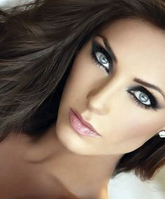 The most beautiful- dark hair and blue eyes :) Beauty Make-up, Beauty Hacks, Hair Beauty, Ultra Beauty, Bella Beauty, Flawless Beauty, Flawless Face, Flawless Makeup, Pretty Eyes