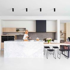 kitchens designed for festive entertaining and big fun family gatherings thomasarcherhomes armellehabib featured