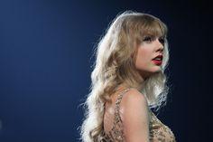 Taylor Swift Long Curls