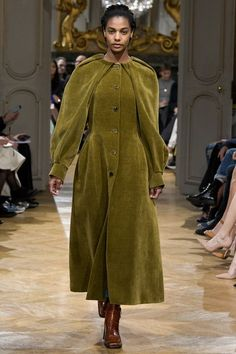 View the complete Fall 2017 collection from John Galliano.