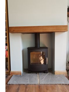 Dark oak beam with a Mendip Churchill 5 multifuel stove on a Grey flagstone hearth Wood Stove Wall, Gas Stove Fireplace, Corner Wood Stove, Wood Stove Hearth, Wood Burner Fireplace, Wood Burning Fireplace Inserts, Home Fireplace, Fireplace Remodel, Fireplace Design