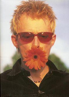 "oarv: ""Thom Yorke for NME Magazine, 1995 "" Nme Magazine, Magazine Covers, Thom Yorke Radiohead, Britpop, 90s Aesthetic, Pearl Jam, Pastel Grunge, Music Love, My Favorite Music"