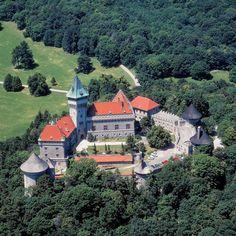 Smolenický zámok (Smolenice Castle), on the eastern slope of the LittleCarpathians, near the town of Smolenice, Slovakia. Beautiful Castles, Beautiful Buildings, Beautiful Places, Bodiam Castle, Castle Parts, Castle Pictures, Famous Castles, Fantasy Castle, Scottish Castles