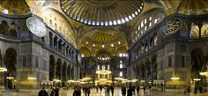 Mezquita-Basilica SANTA MADRE SOFIA: antigua basílica ortodoxa posteriormente convertida en mezquita y actualmente museo en Estambul. Desde año 360 y hasta 1453 sirvió como la catedral ortodoxa bizantina de rito oriental de Constantinopla. Excepto entre 1204 y 1261 reconvertida en catedral católica, durante el patriarcado latino de Constantinopla del Imperio latino, fundado por los cruzados. Tras la Conquista de Constantinopla por el Imperio otomano, el edificio fue transformado en mezquita.