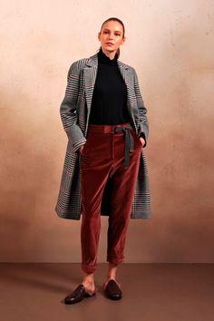 90d8716c1c248 Sfilata Peserico Milano - Collezioni Autunno Inverno 2018-19 - Vogue