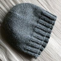 Basic hat pattern (adult/aran/10 ply) - Nerdy girl knits free This is a knitting pattern for a basic stockinette hat in three sizes for teen/adult.
