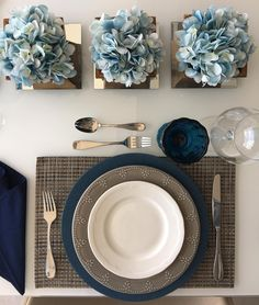 Dining Table 2020 – What dining table is best for small space - Home Ideas Round Table Settings, Table Place Settings, Table Decoration Wedding, Table Decorations, Boho Vintage, Table Arrangements, Dining Room Table, Event Decor, Tabletop