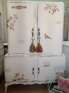 Shabby Chic Home Decor Decoupage Furniture, Hand Painted Furniture, Paint Furniture, Repurposed Furniture, Shabby Chic Furniture, Furniture Makeover, Furniture Design, Shabby Chic Kitchen, Shabby Chic Homes