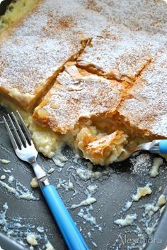 it coming with Alexandra: pies-apple pie Greek Sweets, Greek Desserts, Greek Recipes, Cookie Dough Pie, Cookie Cake Pie, Apple Deserts, Pie Crumble, Sweet Pie, Sweets Cake