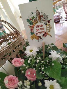 La papelería de boda tiene tres elementos principales: el seating plan con la distribución de los invitados en las mesas del banquete, los meseros para identificar cada mesa y las minutas de boda con el menú del banquete. #minutas #minutasdeboda #minutasbodas #minutaseventos #menusdebodas #bodasboho #bodasconestilo #invitacionesdebodas Ideas Para, Gift Wrapping, Table Decorations, Gifts, Grooms Table, Wedding Stationery, Banquet, Invitations, Gift Wrapping Paper