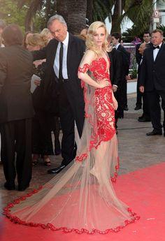 Pin for Later: Wir zählen die Tage bis zum Filmfest in Cannes mit den besten Looks 2011: Rachel McAdams in Marchesa
