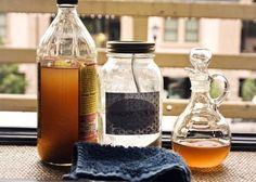 Le Démaquillant Fait Maison Tout Doux Pour Vos Yeux  Ingrédients - 2 cuillères à soupe de bicarbonate de soude. - 1 cuillère à soupe de miel. - 1 cuillère à soupe d'huile d'amande douce. - 1/2 verre d'eau. - 1 flacon de 100 ml.