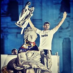 Kings of Europe Reyes de Europa Re d'Europa Iker #Casillas raising the Cup #championsleague #champions #reyesdeeuropa #halamadrid #casillas #cristianoronaldo #cr7 #ucl #realmadrid
