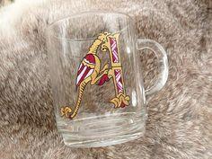 Verre personnalisé Lettre Enluminée Roman Letters, Glass Coffee Cups, Celtic, Illustration, Hand Painted, Mugs, Etsy, Glasses, Tableware